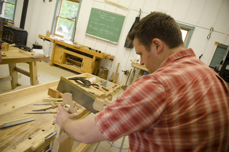 A woodworking student using a tenon saw to cut a kerf in a new dovetail saw handle aw at Tom Calisto's dovetail saw making class at the Wood And Shop Traditional Woodworking School